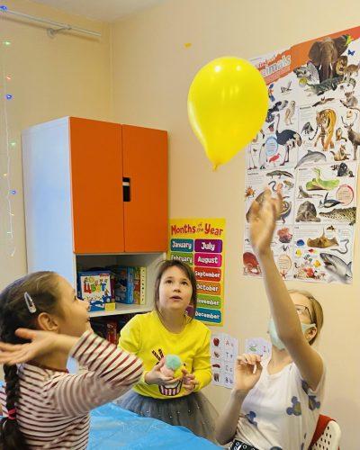 Запускаем шарики на курсах английского в Adventure